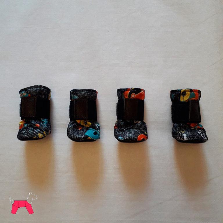 Обувь для собак - черные сапожки с рисунком